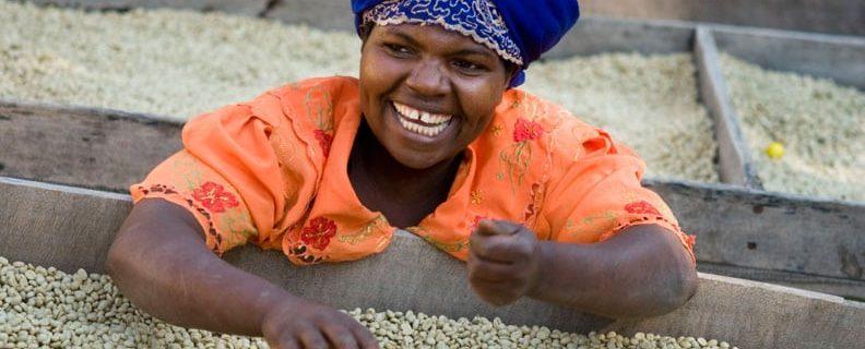Kvinna med råkaffe