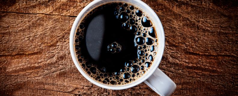 Svart kopp kaffe